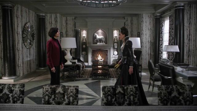 File:Once Upon a Time - 6x14 - Page 23 - Regina and Evil Queen.jpg