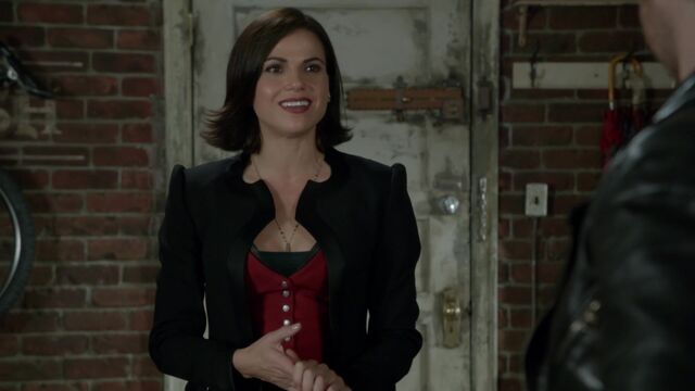 File:Once Upon a Time - 6x08 - I'll Be Your Mirror - Evil Queen Disguised as Regina.jpg