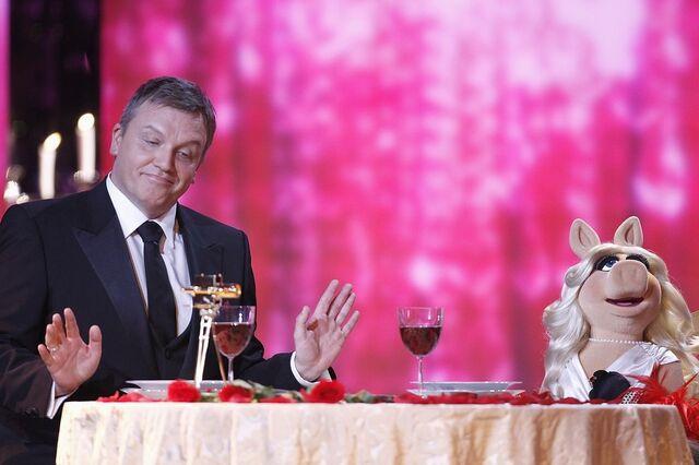 File:VerleihungDerGoldenenKamera-HapeKerkeling&MissPiggy-(2012-02-04)02.jpg