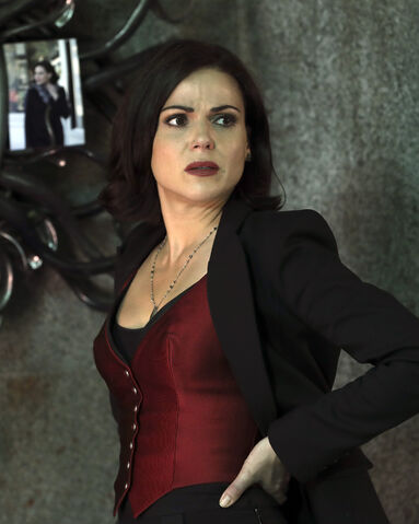 File:Once Upon a Time - 6x08 - I'll Be Your Mirror - Photography - Regina.jpg