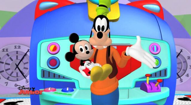 File:Goofy babysitting baby mickey.jpg