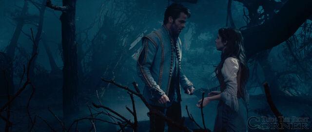 File:Into-the-woods-movie-screenshot-chris-pine-prince-charming-4.jpg