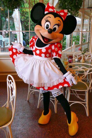 File:Minnie at Character Breakfast2.jpg