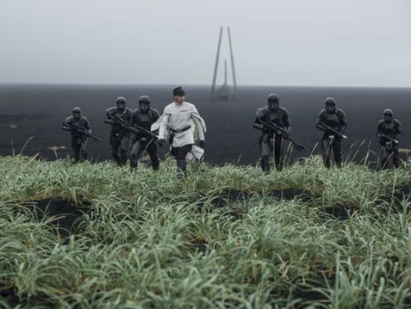 File:Orson Kreenic and Death troopers.jpg