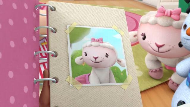 File:Lambie in doc's photo albums.jpg