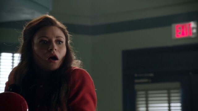 File:Once Upon a Time - 5x06 - The Bear and the Bow - Shocked Belle.jpg