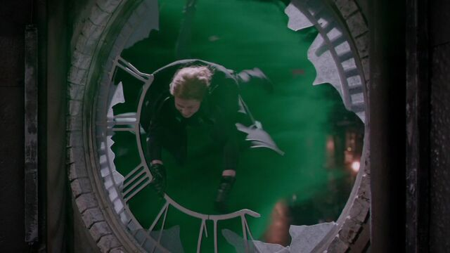 File:Once Upon a Time - 5x11 - Swan Song - Zelena Flying Away.jpg