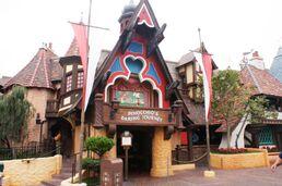 Pinocchio entrance marque.jpg