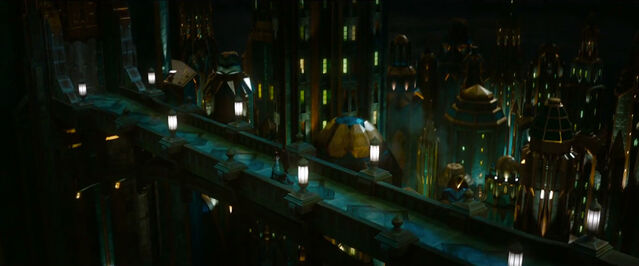 File:The Bridge in The Emerald City from Oz The Great and Powerful.jpg