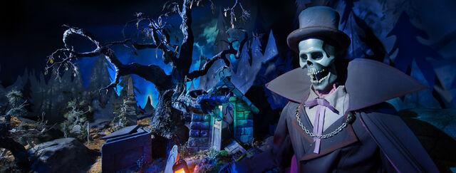 File:N015233 2020juil22 phantom-manor-dark 926x351.jpg