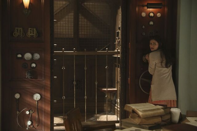 File:Once Upon a Time - 6x09 - Changelings - Photography - Belle 3.jpg