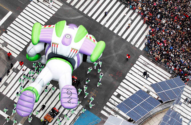File:Buzz-Macys Parade-Top-view.jpg