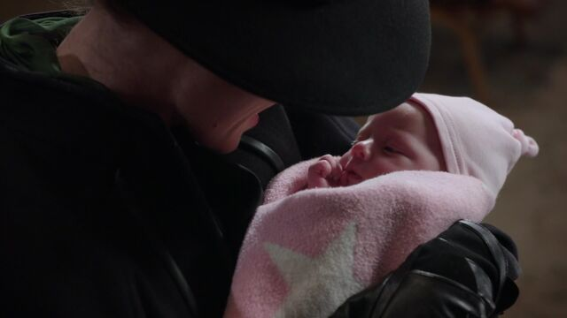 File:Once Upon a Time - 5x10 - Broken Heart - Zelena and Baby 2.jpg