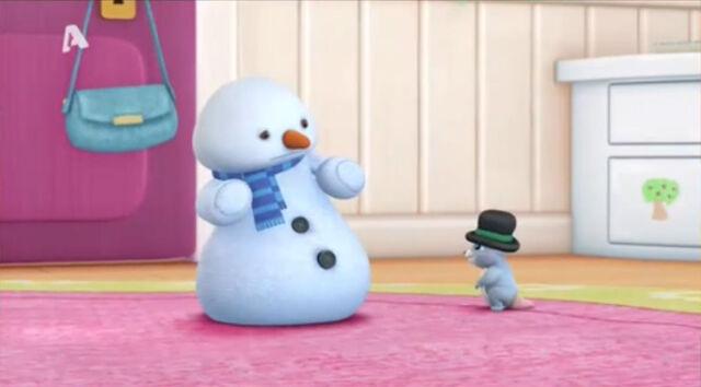 File:Baby possom got chilly's hat.jpg