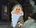 Sleepy-snow-white-and-the-seven-dwarfs-6603847-300-231