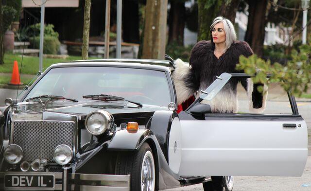File:Cruella's-car-OUAT-8.jpg