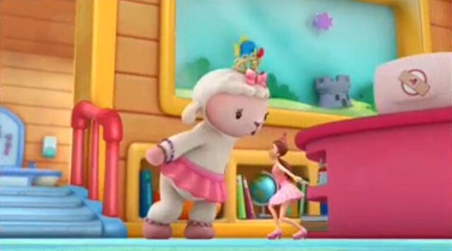 File:Lambie and dress up daisy5.jpg