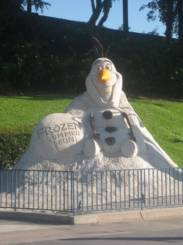 File:Olaf statue frozen summer fun.JPG