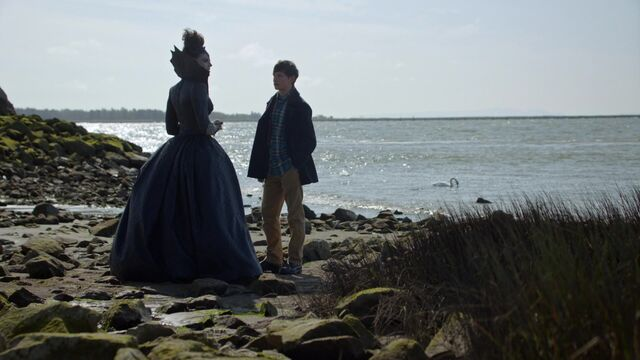 File:Once Upon a Time - 6x08 - I'll Be Your Mirror - Queen and Henry.jpg