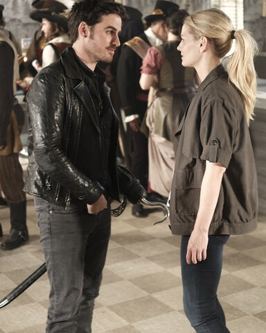 File:Once Upon a Time - 6x02 - A Bitter Draught - Photography - Emma and Hook.jpg