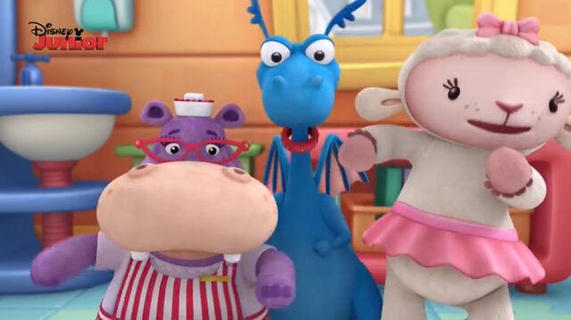 File:Stuffy, lambie and hallie singing2.jpg