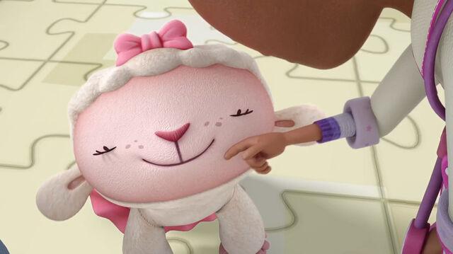 File:Lambie being cute.jpg