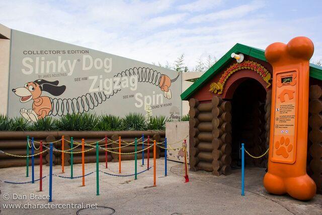 File:Slinky Dog Zigzag Spin.jpg