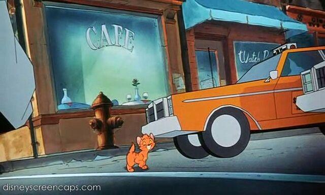 File:Oliver-disneyscreencaps.com-3229.jpg