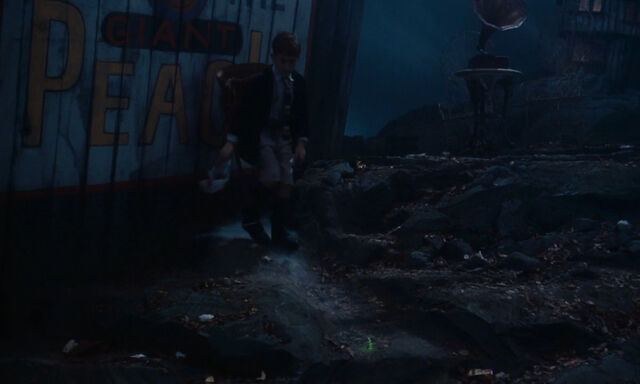 File:James-giant-peach-disneyscreencaps com-2080.jpg