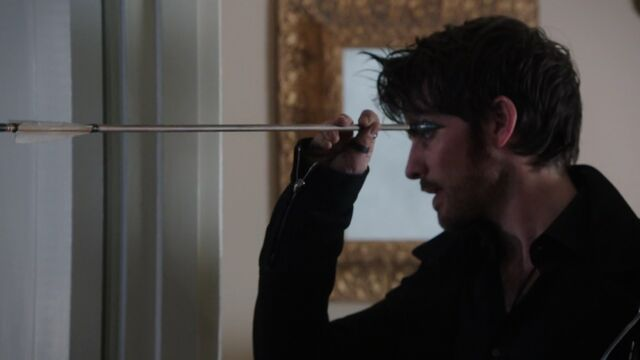 File:Once Upon a Time - 5x10 - Broken Heart - Hook Catches Bow.jpg