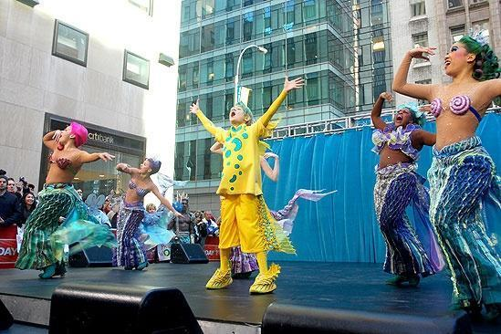 File:Cast-onstage-the-little-mermaid-on-broadway-18887023-549-366.jpg