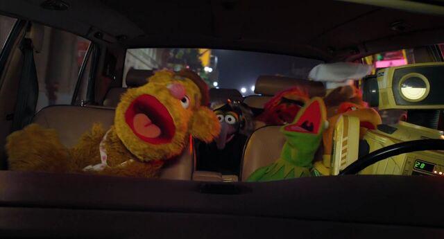 File:Muppets2011Trailer02-61.jpg