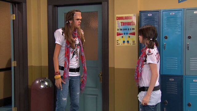 File:Wizards of Waverly Place - 3x01 - Franken Girl - Alex and Franken Girl 2.jpg