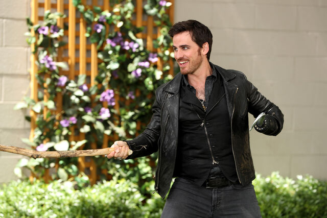 File:Once Upon a Time - 6x03 - The Other Shoe - Photography - Hook.jpg