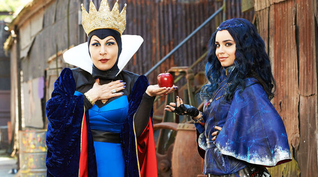 File:The Evil Queen and her daughter Evie.jpg