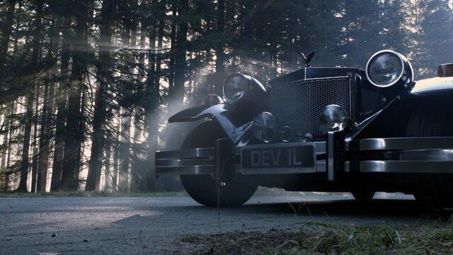 File:Cruella's car in OUAT 2.jpg