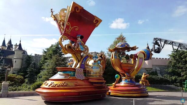 File:Disney Stars on Parade.jpg