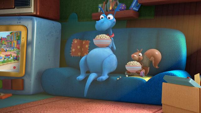 File:Stuffy and tiggley having popcorn.jpg