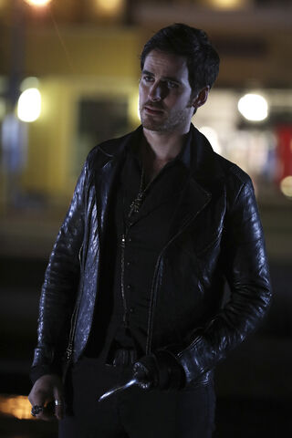 File:Once Upon a Time - 6x12 - Murder Most Fowl - Photography - Hook 2.jpg