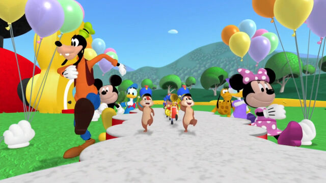 File:Mickey's little parade song-004.jpg