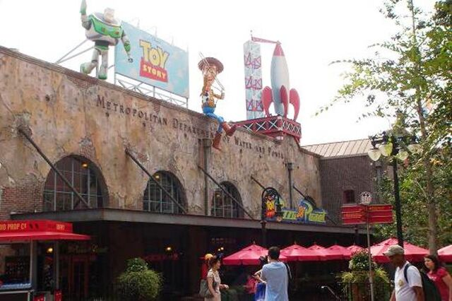 File:Toy Story Pizza Planet Arcade DHS.jpg