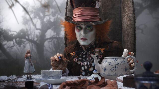 File:Tim Burtons Alice in Wonderland 54.jpg