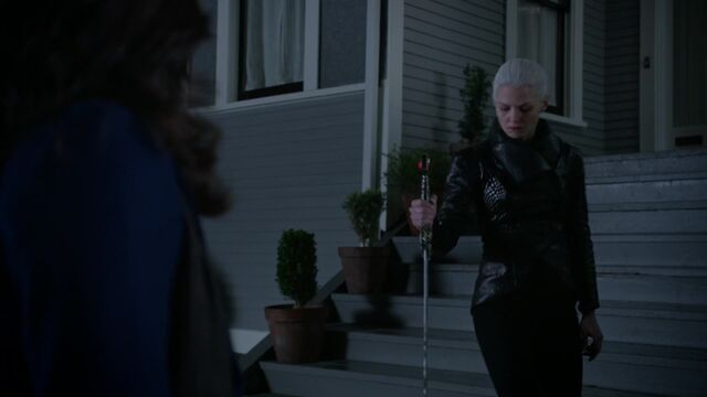 File:Once Upon a Time - 5x08 - Birth - Emma with Ealibur.jpg