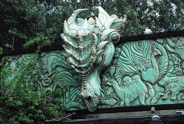 File:Dragon Statue entrance.jpg