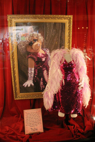 File:El capitan piggy sequin.jpg