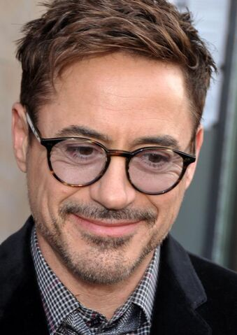 File:Robert Downey Jr avp Iron Man 3 Paris 2.jpg
