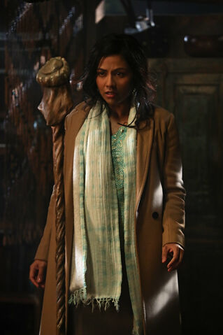File:Once Upon a Time - 6x14 - A Wondrous Place - Photography - Jasmine 2.jpg