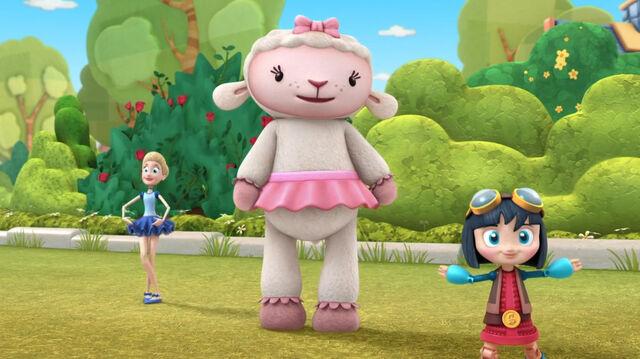 File:Lambie, bella and kiko.jpg
