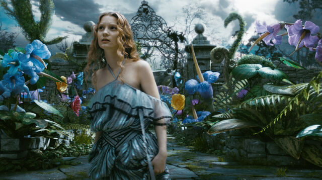 File:Tim Burtons Alice in Wonderland 49.jpg