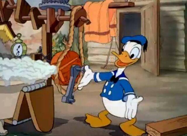 File:Donald's Dog Laundry 1.jpg